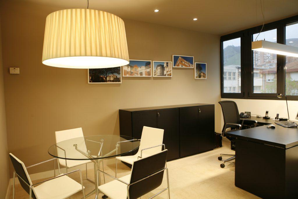 Sube Susaeta Interiorismo www.subeinteriorismo.com realiza la decoracion despacho de oficinas para empresa Bilbao