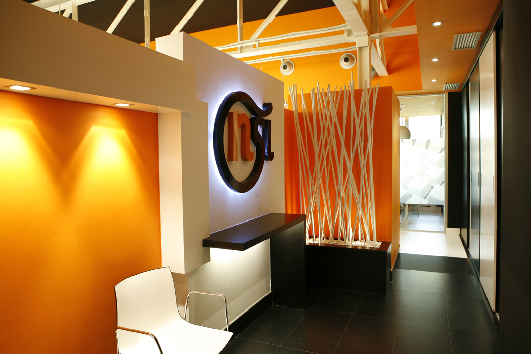Decoraci n oficina en erandio para la empresa nsi sube for Disenos de interiores para oficinas
