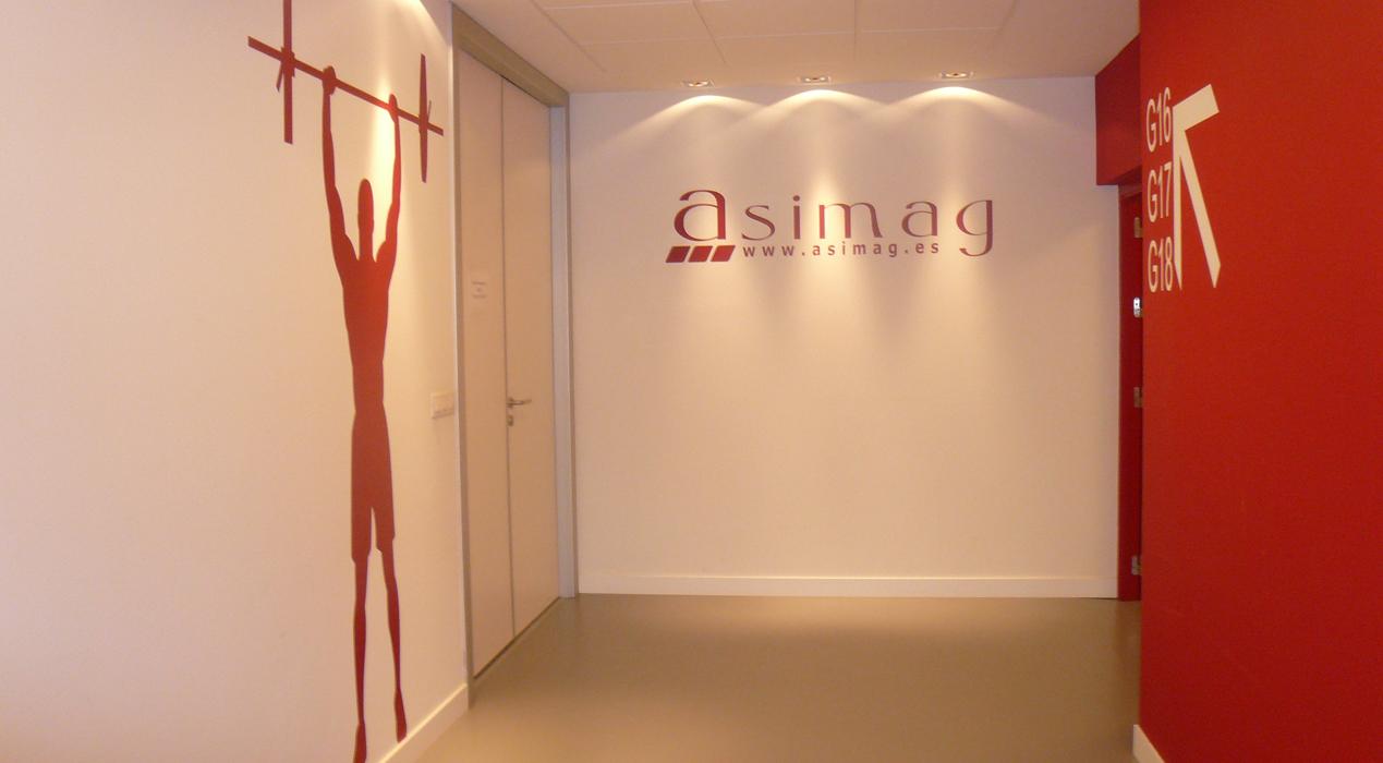 Sube Interiorismo www.subeinteriorismo.com diseña y decora gimnasio para centro educativo de Bilbao