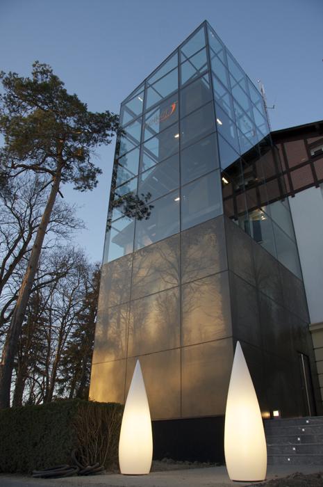 Sube Susaeta Interiorismo www.subeinteriorismo.com realiza la decoracion de oficinas para empresa. Diseño fachada.