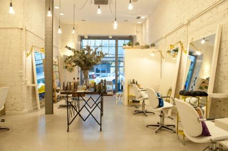 interiorismo comercial decoración de peluquería y centro de belleza en Bilbao