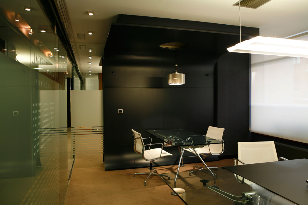Dise o oficinas en bilbao staff legal abogados sube for Oficinas de abogados decoracion
