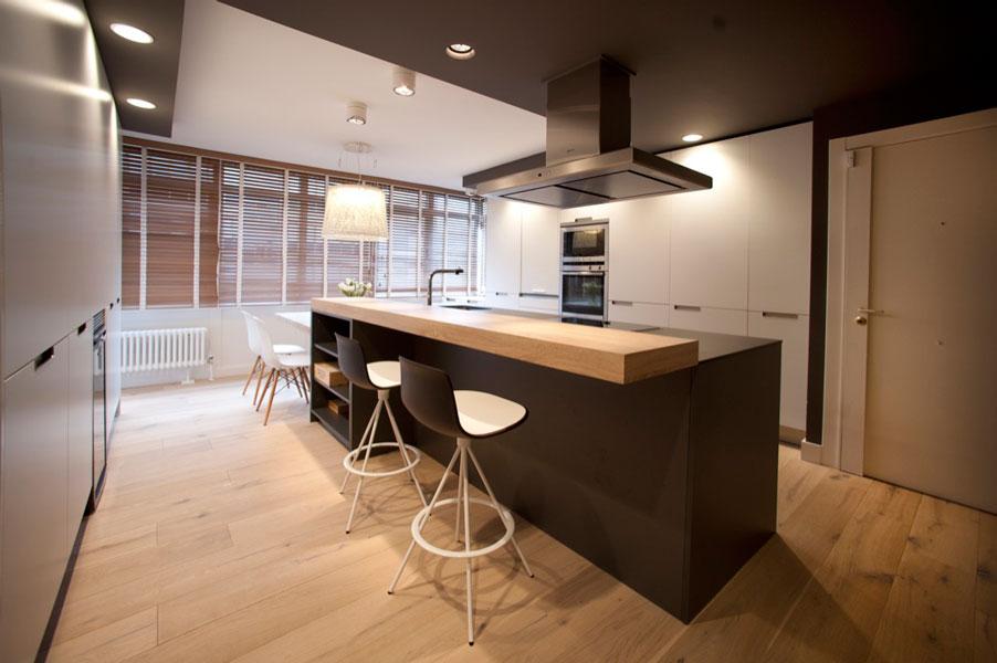 Sube Susaeta Interiorismo www.subeinteriorismo.com realiza la decoracion de vivienda en Bilbao, reforma integral. Diseño interior de gran cocina