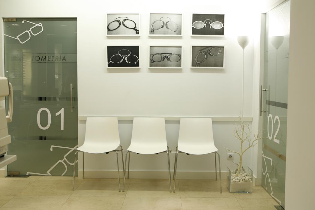 c56ac2c95c Interiorismo comercial: óptica «Multiopticas Elias» en Santurtzi ...