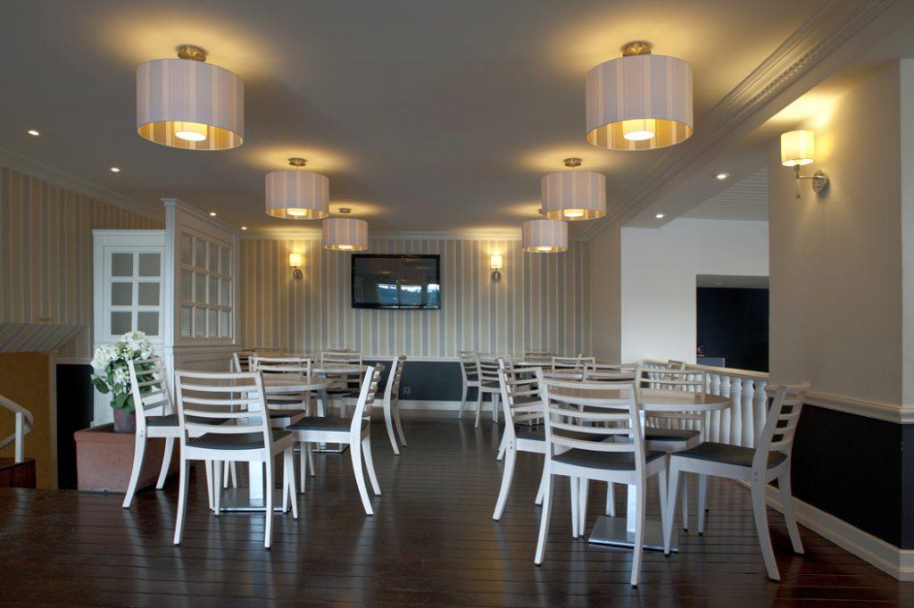 Sube Susaeta Interiorismo, diseño interior cafeteria Club Jolaseta de Neguri - Getxo (Bizkaia)