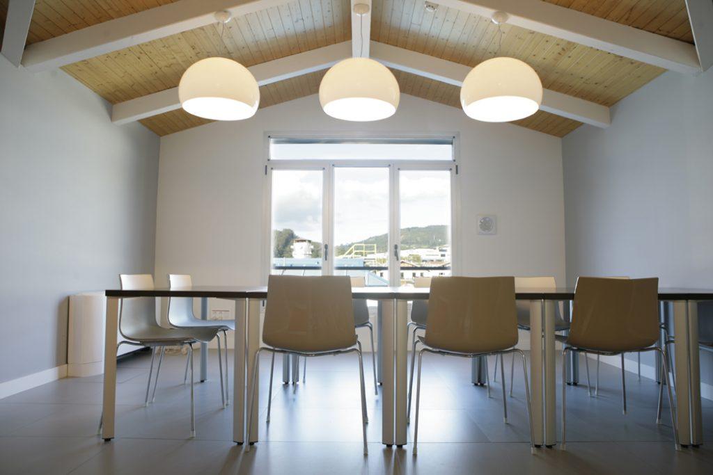 diseño interior de oficinas bajocubierta Neiker