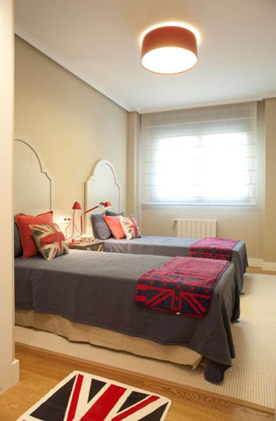 Sube Susaeta Interiorismo Sube Contract www.subeinteriorismo.com realiza la reforma de vivienda en Deusto -Bilbao, diseño interior de dormitorio juvenil con dos camas