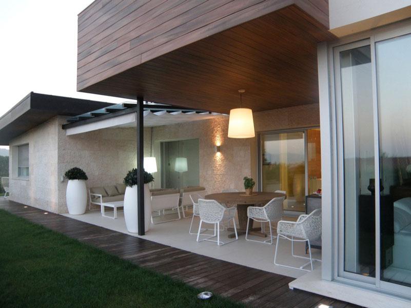 Dise o de vivienda en berango unifamiliar con terraza y jard n sube interiorismo - Diseno de viviendas ...
