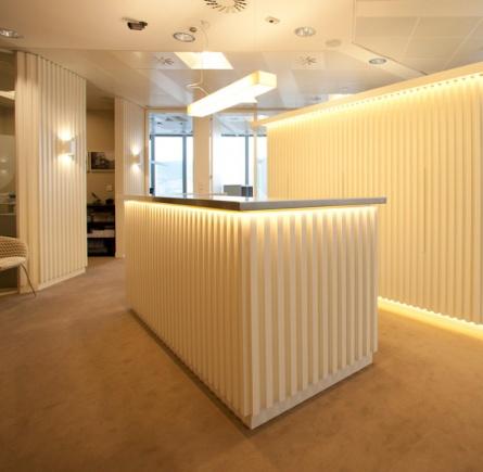 Sube Susaeta Interiorismo www.subeinteriorismo.com realiza la decoracion de oficinas modernas y funcionales. Decoracion recepcion actual