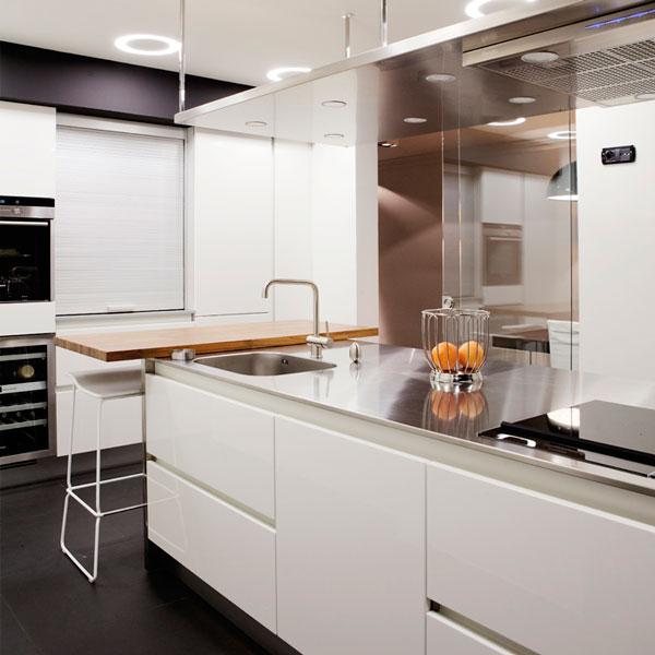 6 maneras de usar el negro en esta cocina de SUBE según Homify