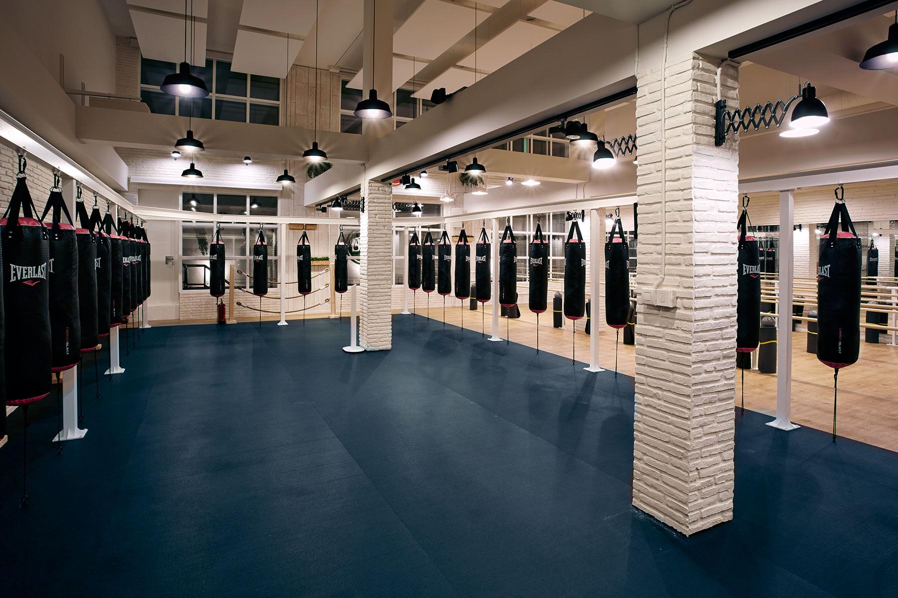Dise o espacios singulares decoraci n gimnasio en madrid sube interiorismo - Decoracion de gimnasios ...