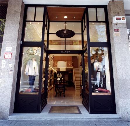 Proyecto de interiorismo comercial para tienda de moda en Bilbao, por Begoña Susaeta