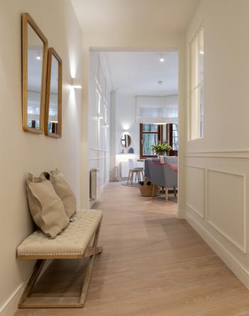 Diseño interior de entrada, en reforma integral de vivienda, por Sube Interiorismo, Bilbao