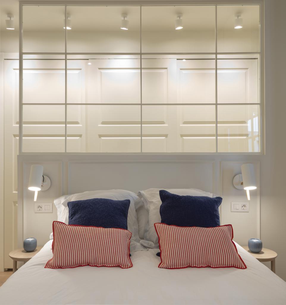 Diseño interior de dormitorio principal con vestidor, por Sube Interiorismo