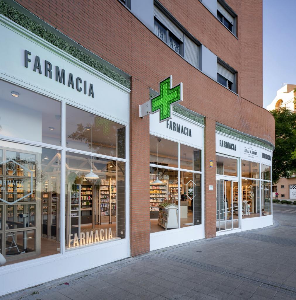 Fachada de farmacia moderna