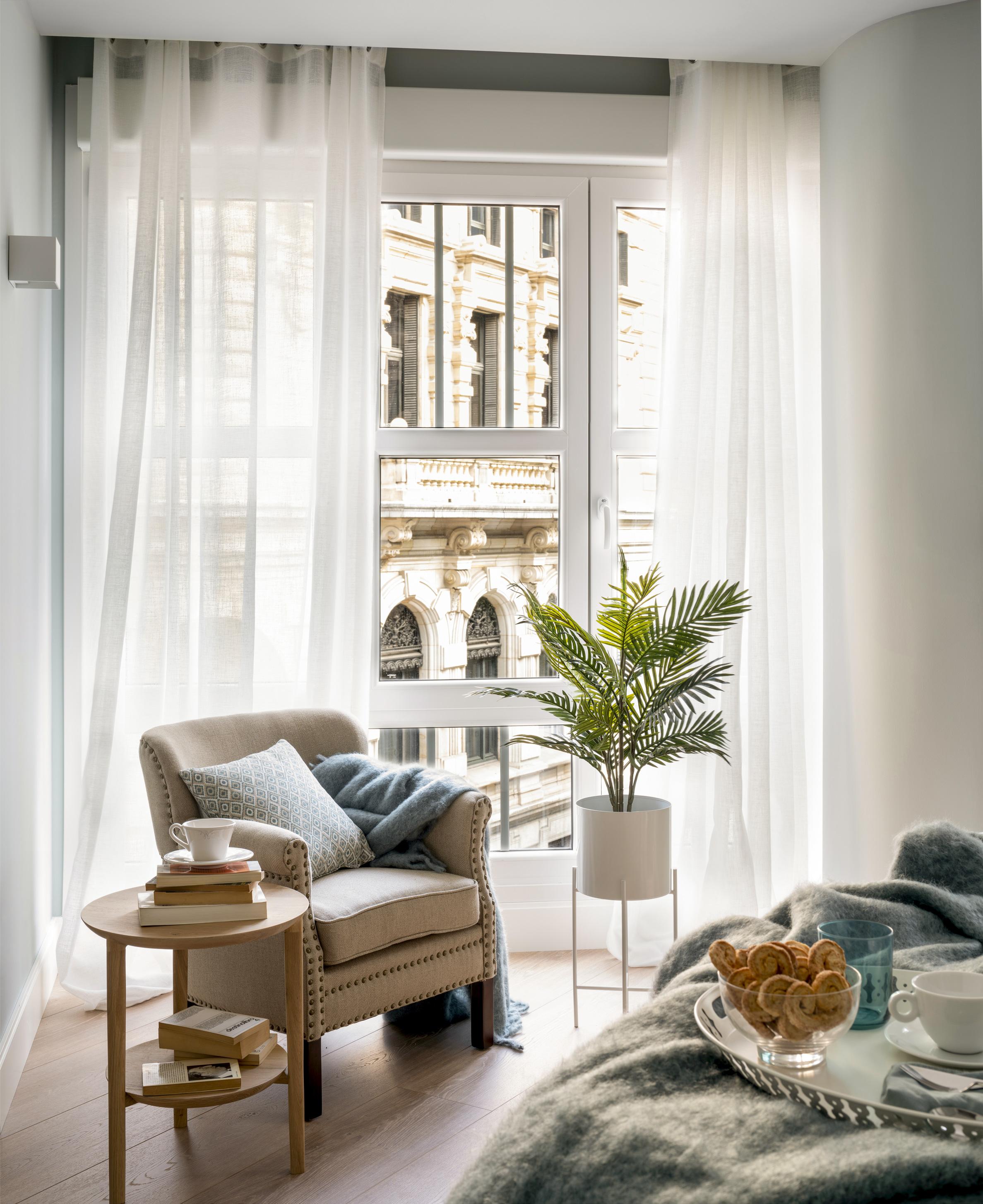 Diseño de zona de estar en dormitorio - Sube Interiorismo