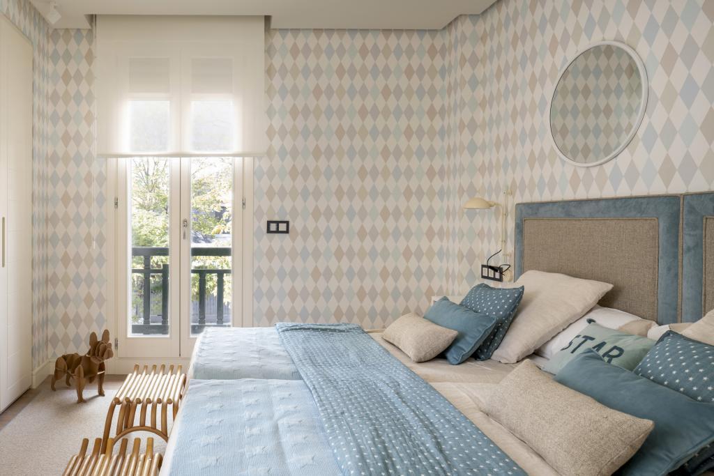Diseño interior de dormitorio infantil en azules