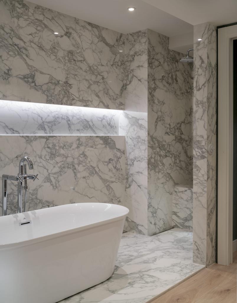 Ducha y bañera exenta en baño principal