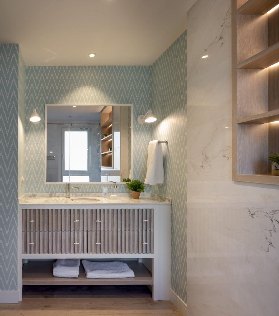 Diseño de cuarto de baño en reforma integral de vivienda