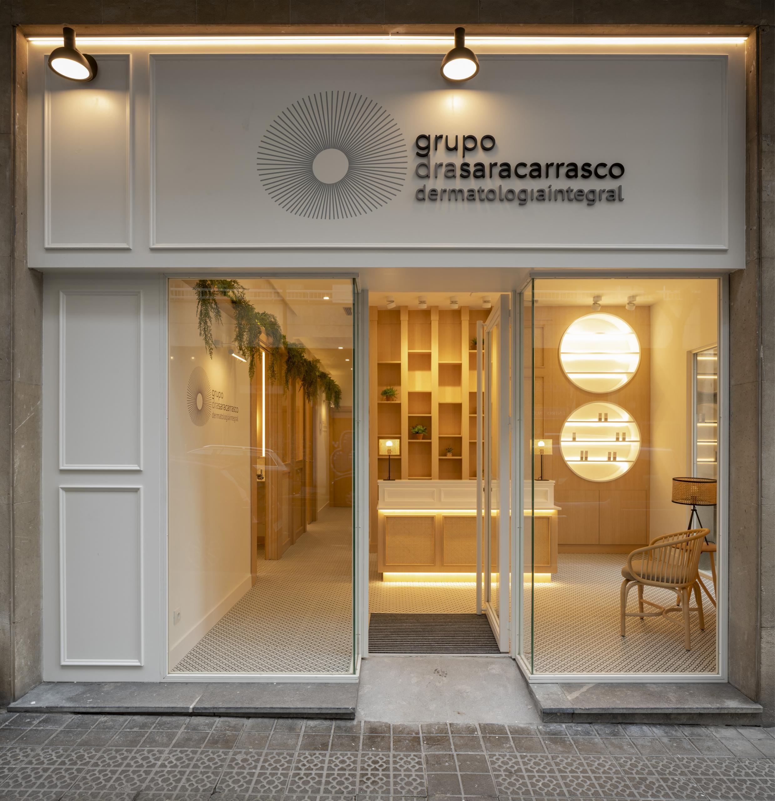 Diseño de fachada de clinica, reforma integral de Sube Interiorismo, Bilbao