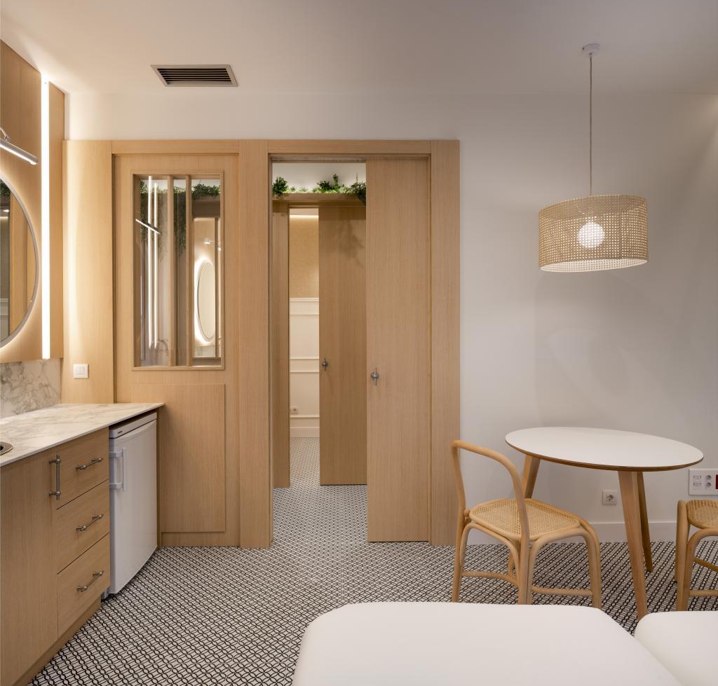 Diseño interior de sala de consulta en clinica, por Sube Interiorismo Bilbao