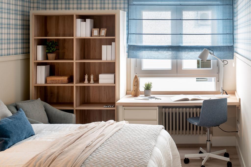 Decoración de dormitorio con zona de estudio
