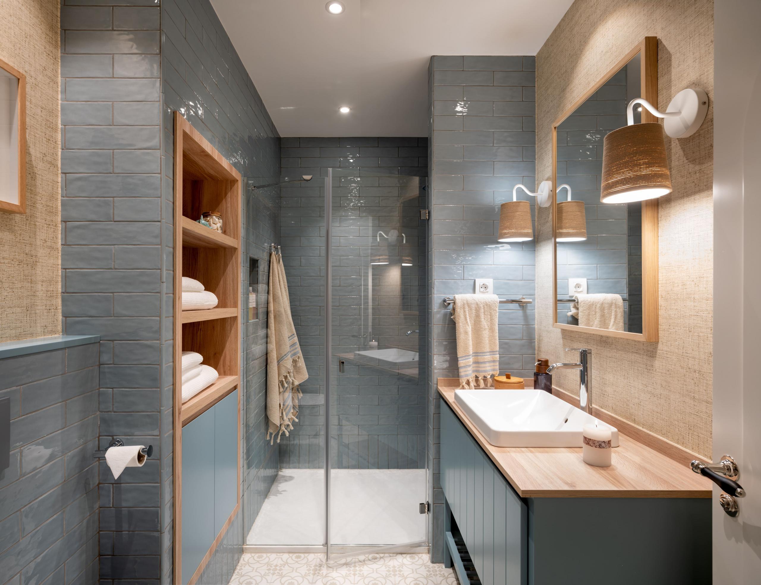 Diseño de cuarto de baño en azul