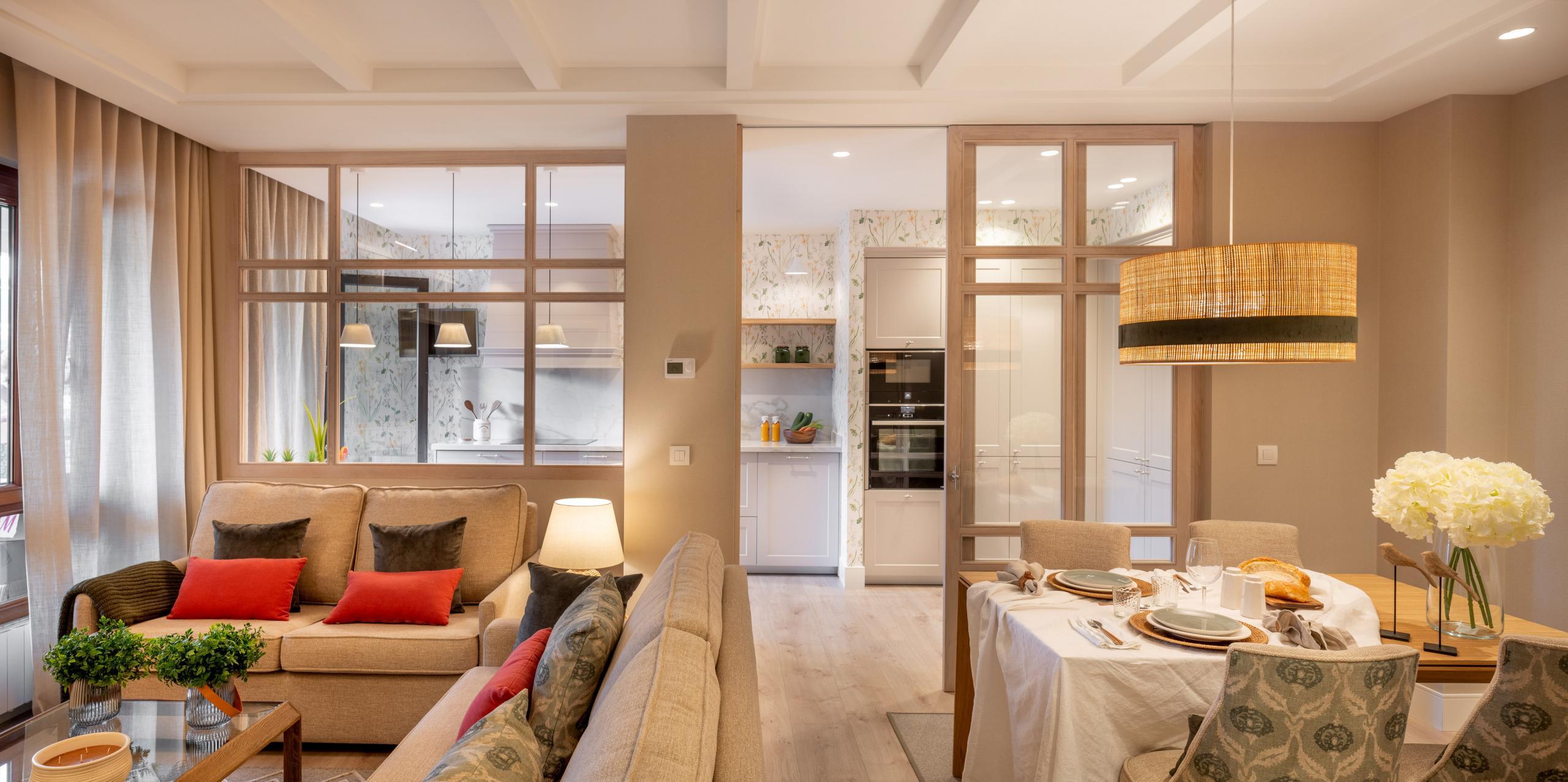 Decoración de salón comedor abierto a cocina