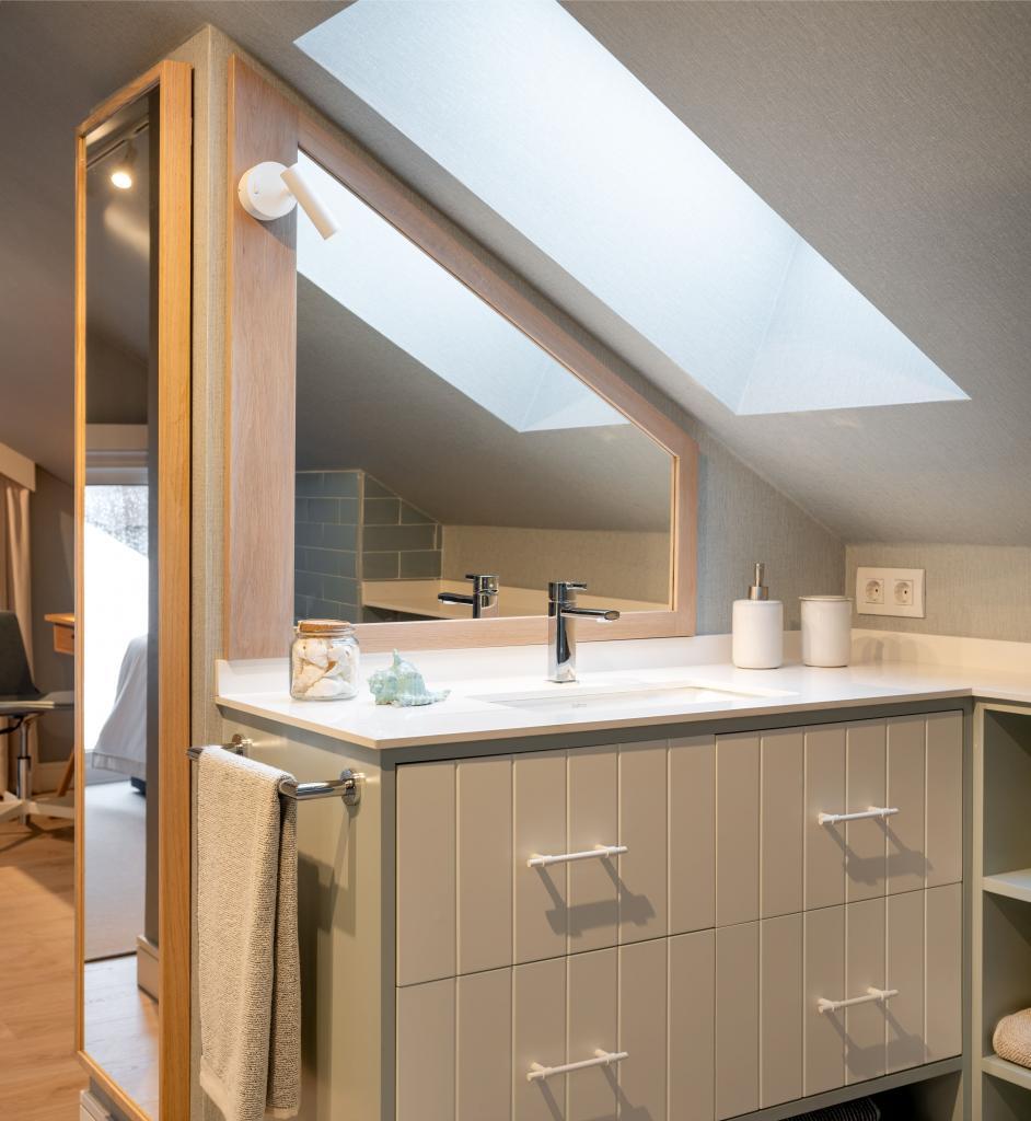 Diseño de cuarto de baño en buhardilla