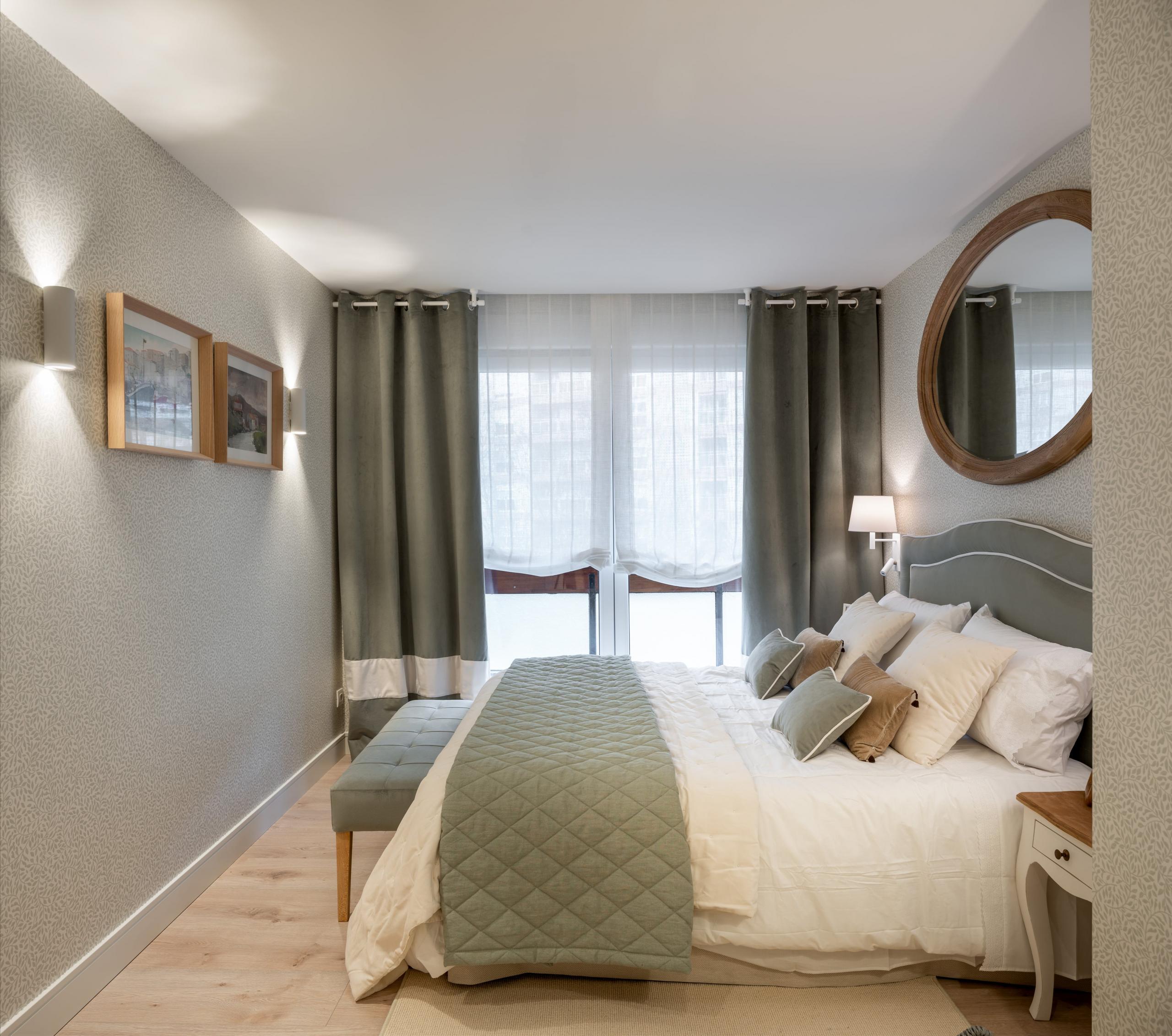 Decoración de dormitorio principal en verde